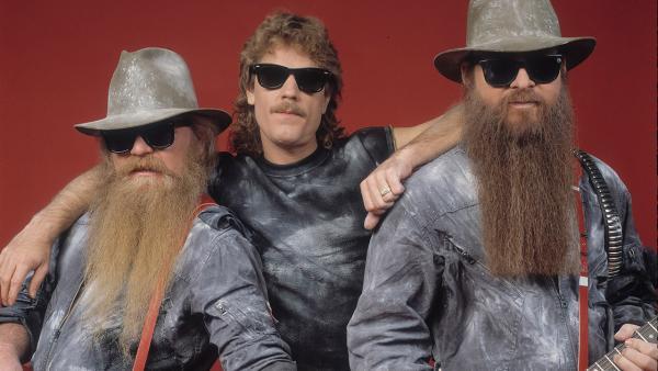 Парень отрастил бороду на карантине и увидел своего отца. Cудьба сыграла с ними шутку, как с группой ZZ Top