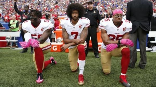 """""""Это уже какой-то чёрный нацизм"""". Американцы извиняются за расизм, стоя на коленях, и россиянам их не понять"""