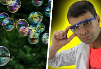Украинец заставил мыльный пузырь левитировать и напугал иностранцев. Ведь такие игры они сочли уже не детскими