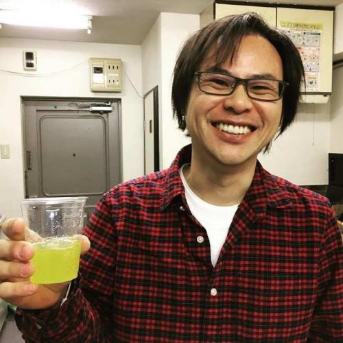 Парень сделал гоголь-моголь на завтрак и удивил японцев. Даже им страшно есть сырые инопланетные яйца Чужого