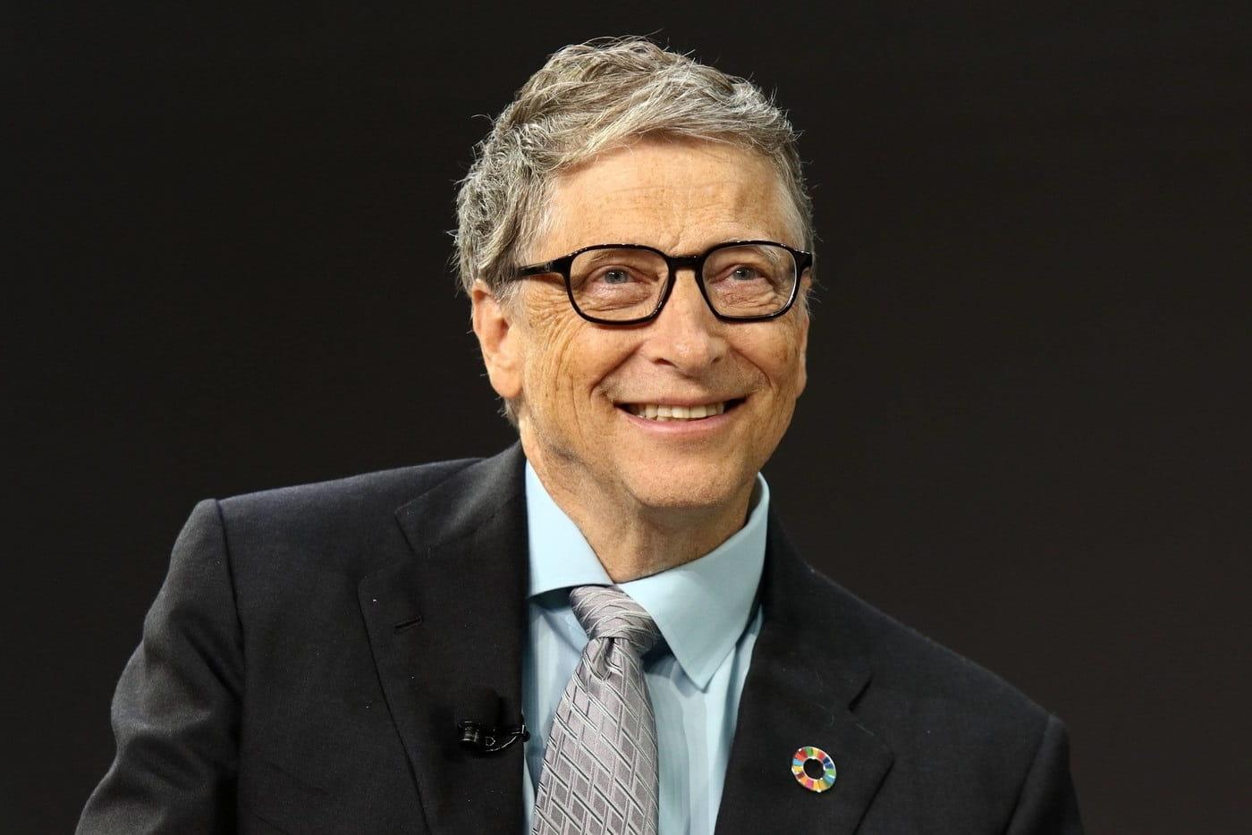 Билл Гейтс узнал о теориях заговора про себя и ему трудно на них возразить. Но не из-за правдивости обвинений