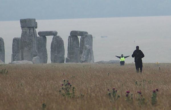 Солнцестояние рассорило друидов с британскими властями. Ведь рассвет на Стоунхендже им покажут лишь онлайн