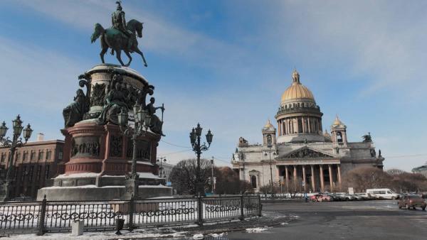 Власти Петербурга объяснили, почему не сняли карантин. И эти комплименты способны возмутить любого москвича