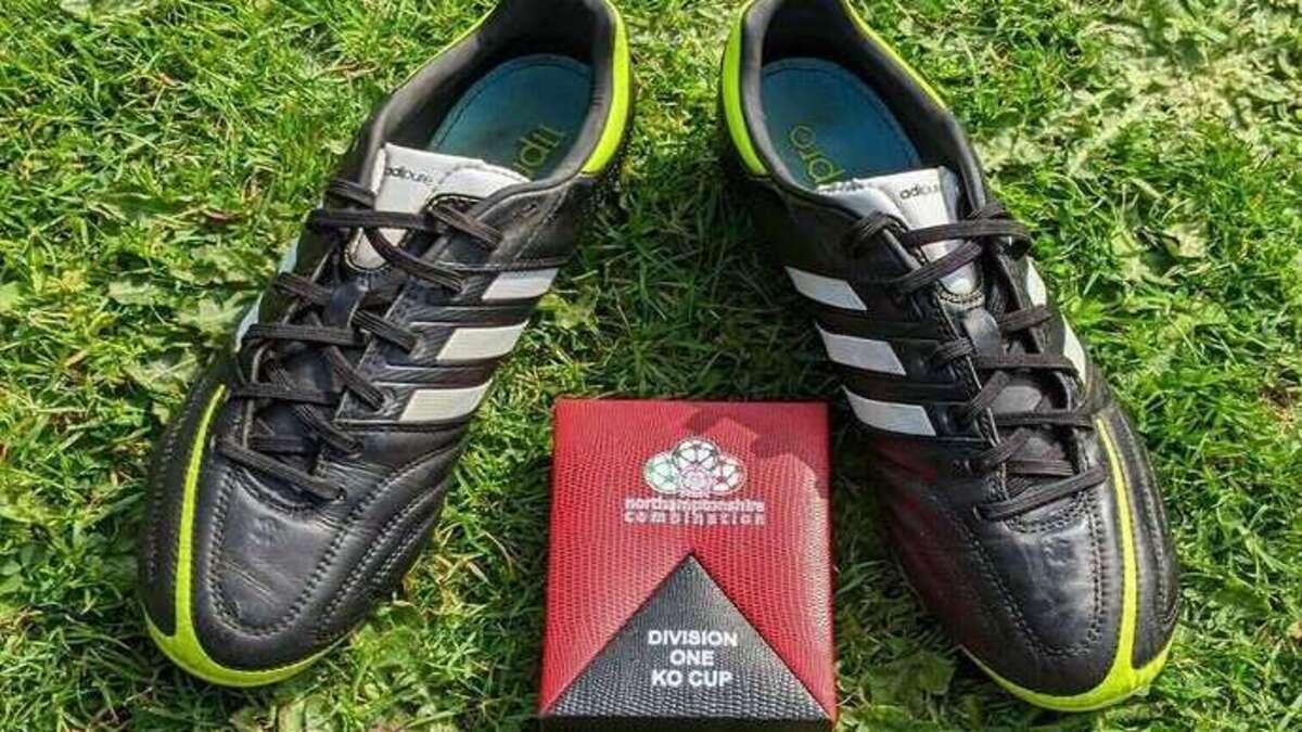 Бывший футболист решил продать кроссовки на Ebay. Теперь покупатели «бьются» за лот – и дело в описании