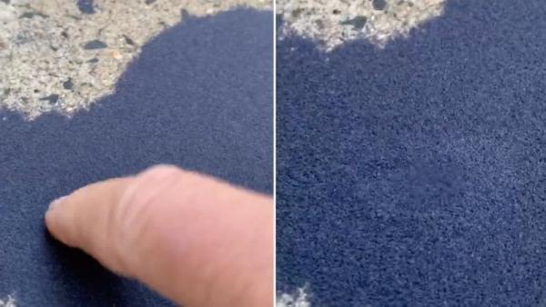 Женщина заметила у себя во дворе синий песок, который двигается при касании.
