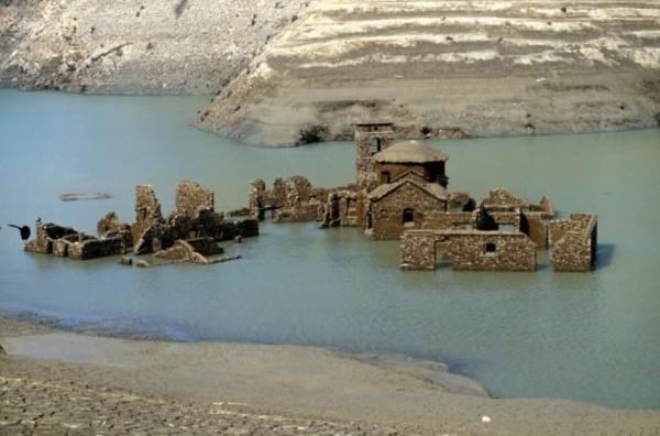 """Затопленный """"город-призрак"""" может снова появиться на поверхности. Но люди узнали и как-то побаиваются"""