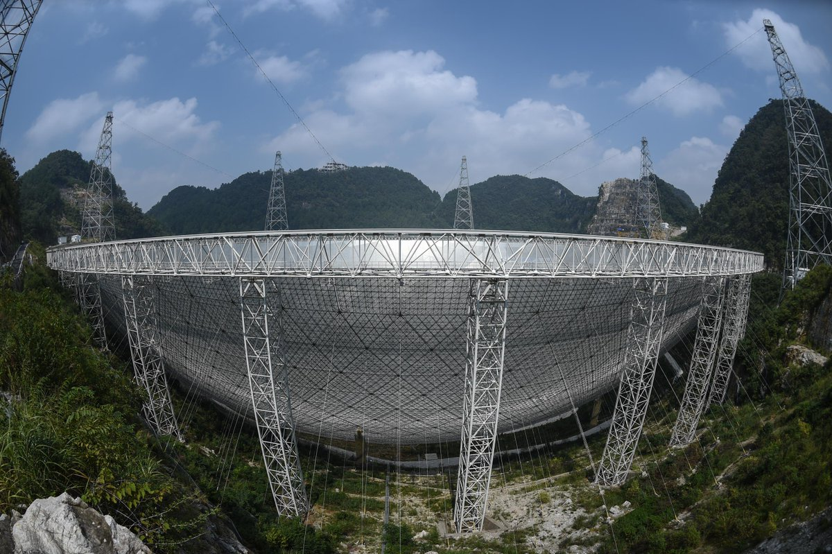 """Китай развернул к небу """"Око"""" диаметром в полкилометра. И неспроста - оно ждёт, что из бездны посмотрят в ответ"""