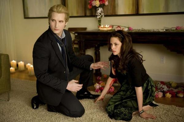 """""""Как же я была слепа!"""" Девушки осознали, кто был идеальным партнёром Беллы в """"Сумерках"""" - и Эдвард отдыхает"""