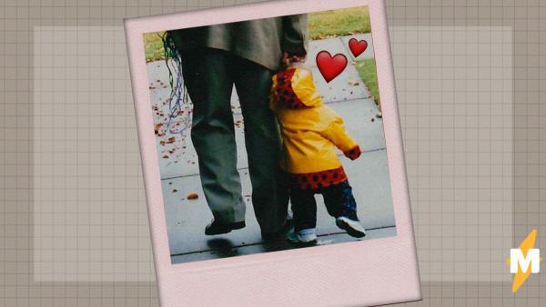 Отец показал, как гулял с дочкой 18 лет назад - и теперь. Но людей волнует лишь одно: костюм этого мужчины