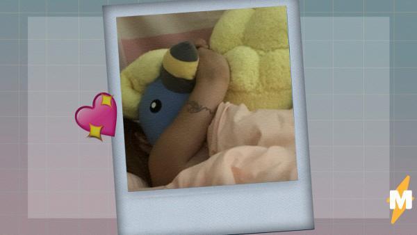 Девушка променяла бойфренда в кровати на огромного плюшевого покемона. И сама не поняла, как создала мем