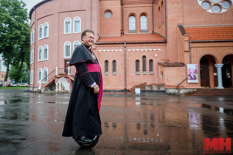 В Белорусии 70-летний католический священник совершит необычное паломничество. Его транспорт особенно понравится молодёжи