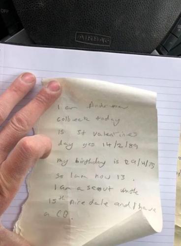 Строители делали ремонт в доме и довели женщину до слёз. В стене нашли записку, и ей было больно её читать