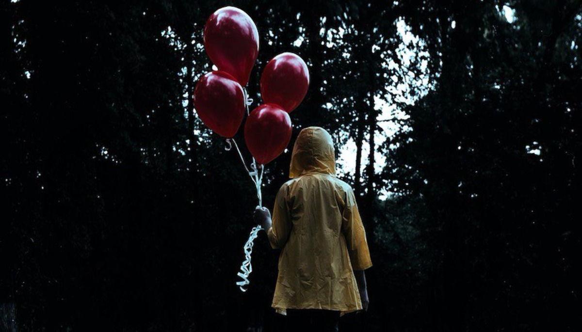 Обычный воздушный шарик заставил мужчину рыдать. Игрушка залетела в сад, а послание на нём - прямо в сердце