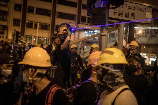 Люди узнали, как копы выбирают, кого арестовать на митингах. Это указка, и от неё почти невозможно укрыться
