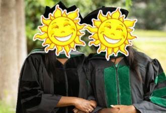 Мать и дочь окончили колледж в один день, и фото выпускниц сломало людей. Понять, кто из них старше, нереально