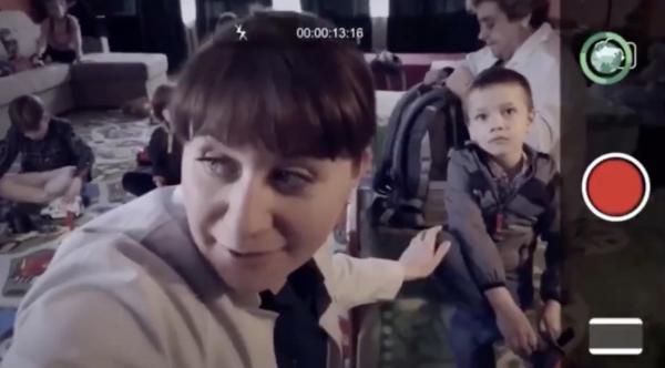 """""""Русских детей заберут к себе домой геи!"""" Люди увидели рекламу поправок в Конституцию и не верят своим глазам"""