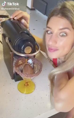 Блогерша показала, как готовит по рецепту из TikTok. Но людей подташнивает от одной мысли о результате