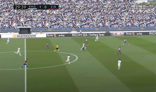 Ла Лига вернулась, но зрители смотрят на трибуны вместо поля. Ведь они будто вырезаны из древней FIFA96