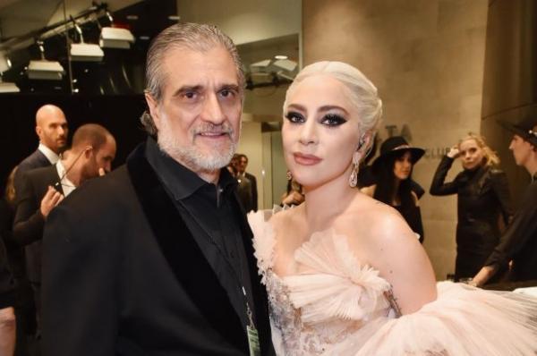 Леди Гага выбрала необычный подарок на День отца. Особенно если знать, кем работает её папа