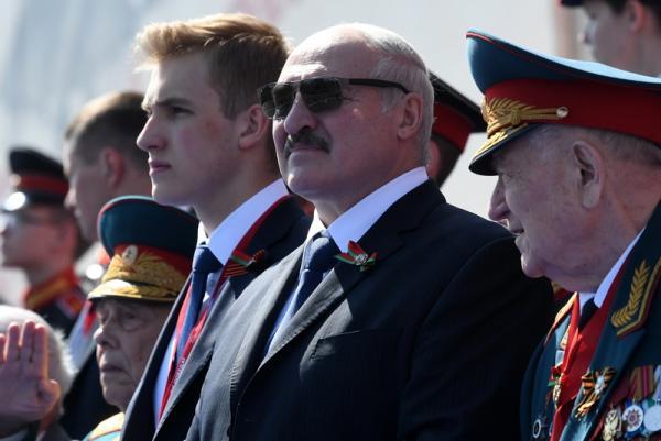 Сын Александра Лукашенко стал звездой соцсетей после парада Победы. Но главную цель парень всё же не покорил