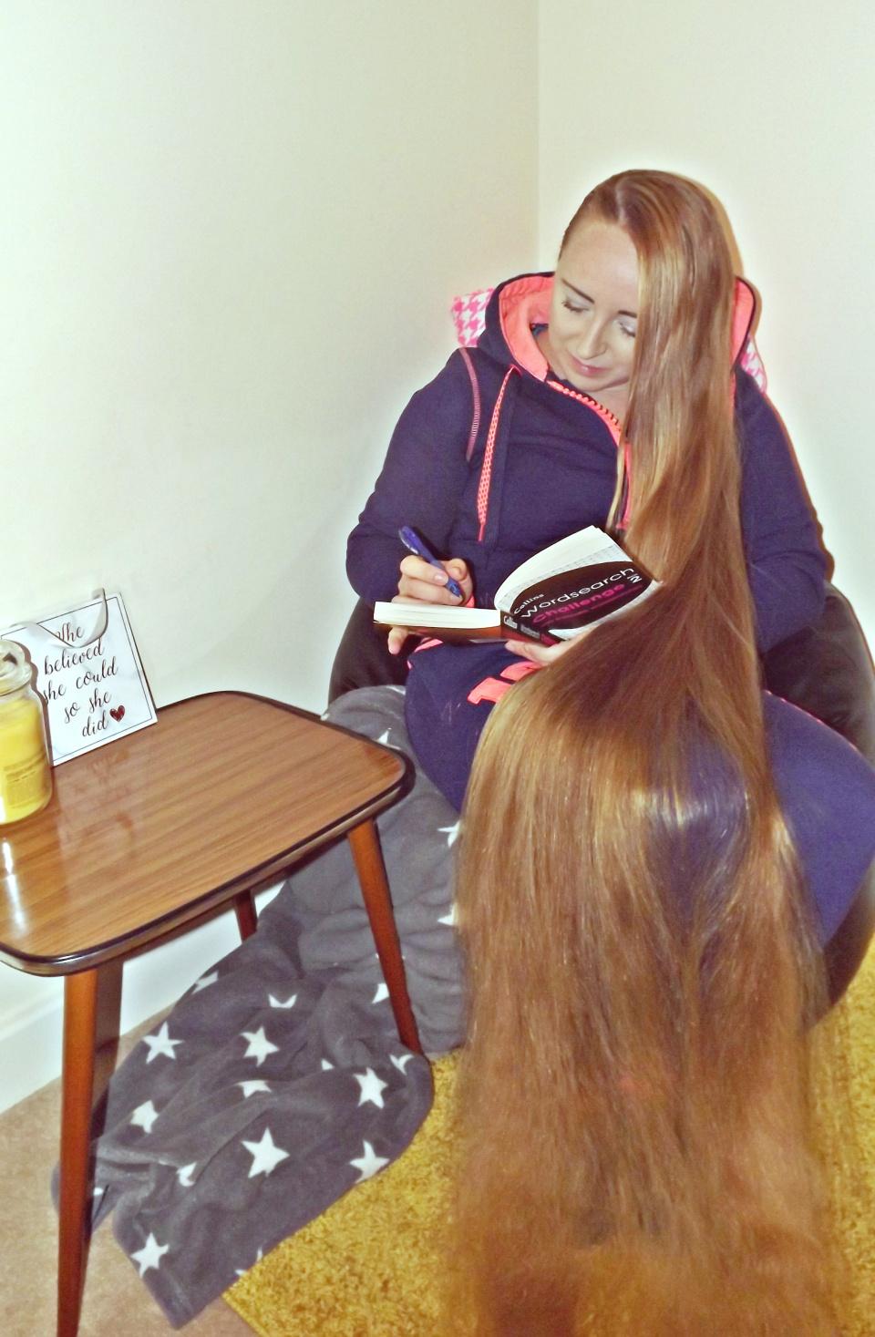 Женщина не стрижёт волосы годами и купается в комплиментах. Но даже вид принцессы не всегда спасает от хейта