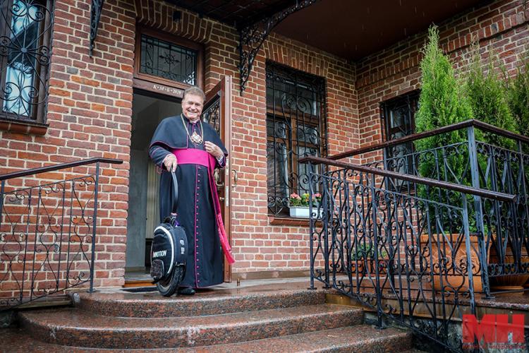 В Белорусии 70-летний католический священник совершит необычное паломничество. Его транспорт