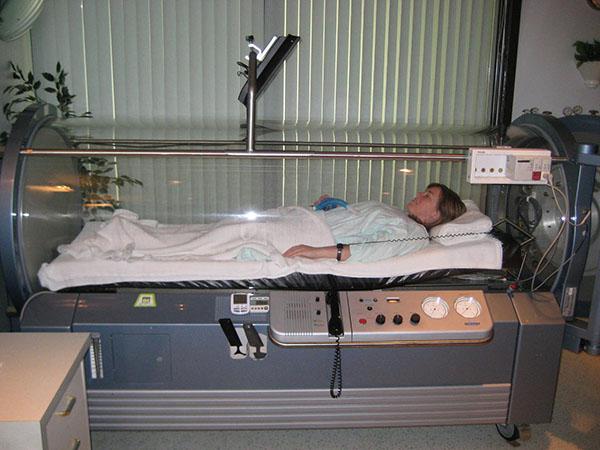 Пациенты с коронавирусом теперь лечатся в барокамерах. И на фото это похоже на кадры из «Аватара»