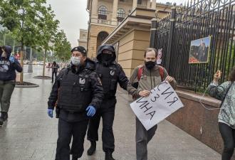 В России начались массовые акции протеста. С виду не скажешь, но в Москве теперь так называют пикеты