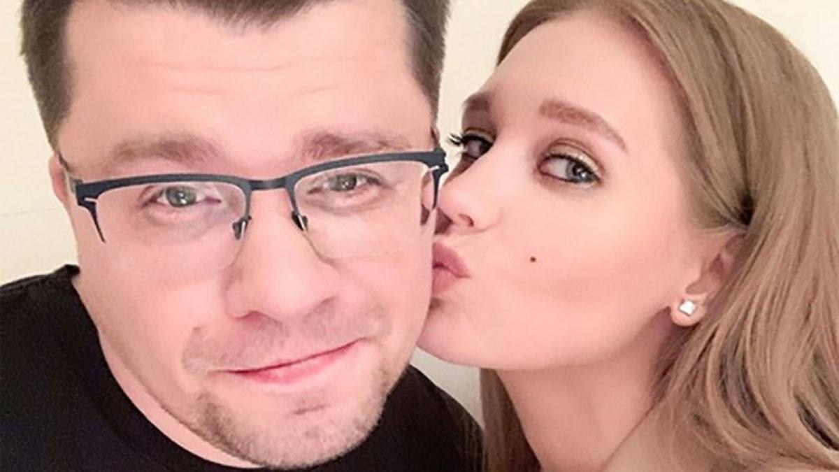 Гарик Харламов прокомментировал свой «развод» и участие в Comment Out. И окончательно запутал всех