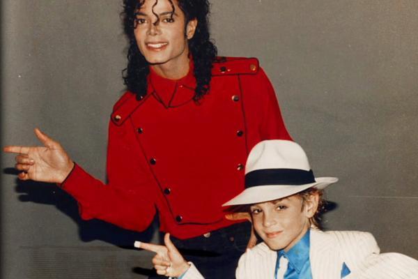 Парень всю жизнь хвастался, что повстречал Майкла Джексона. А потом нашёл фото с той встречи - и это провал