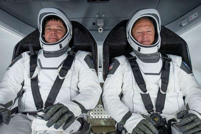 """""""Роскосмос"""" опять обругал корабль Илона Маска. Особенно досталось за плохие туалеты"""