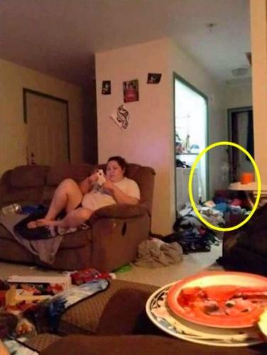 Парень показал фото несчастного брака, и людям не по себе. Они увидели на снимке потустороннюю причину разлада