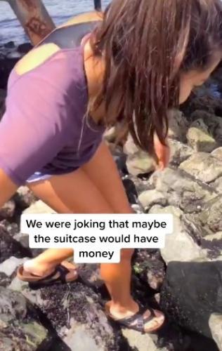 Мобильное приложение отправило подростков на пляж. Но там их ждал чёрный чемодан, который не стоило открывать