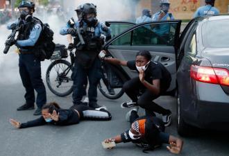 В Сети появились фото резиновых пуль с протестов в США. Но из-за размеров снаряда митингующим страшно