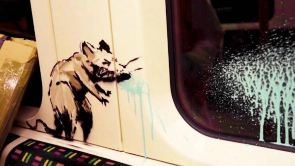 Бэнкси нарисовал в лондонском метро крыс в медицинских масках. И, возможно, впервые показал собственное лицо