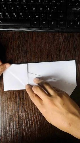 Блогер собрал бумажный самолётик, который действительно летает. Мы попробовали и сломали законы физики (тоже)