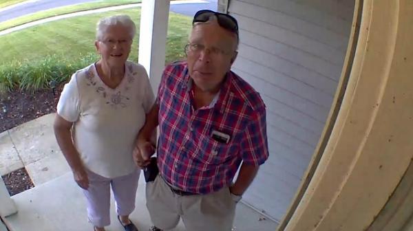 Парень уехал в отпуск и не пожалел, что поставил видеонаблюдение. Он узнал, что о нём думают бабушка и дедушка