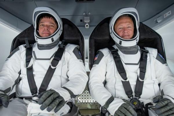 Астронавт заснял границу дня и ночи и взволновал людей. Они уличили его в обмане, а следовало просто погуглить