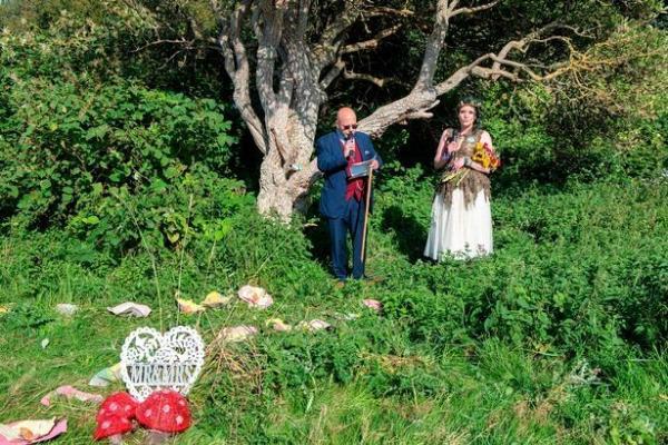 На ком жениться, если жениться не на ком. Как люди сочетаются браком с вещами, растениями и животными