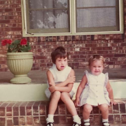 Младшая сестра не понимала, что со старшей что-то не так. Но когда правда вскрылась, поменялась с ней ролями