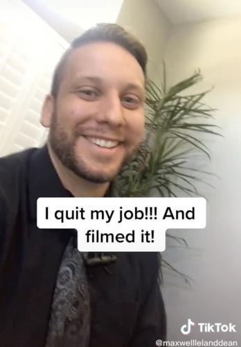 Менеджер уволился с работы и стал звездой