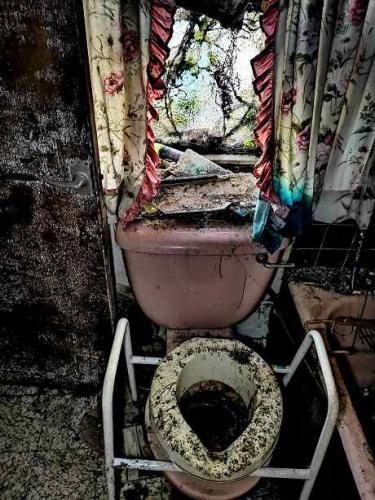 Дом вдовы 17 лет манил соседей, и те вошли. Увиденное они не забудут, ведь из Сайлент Хилла нельзя выбраться