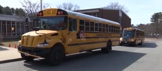 Дети мечтали, чтобы водитель школьного автобуса стал их учителем.