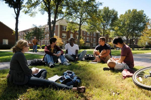 США запретили иностранным студентам находиться в стране. И дело совсем не в расизме, а в онлайн-образовании