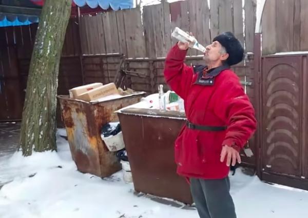 """Иностранцы увидели ролик """"Дед выпил 3 бутылки водки и упал"""" и не верят глазам. Старик супергерой, решили они"""