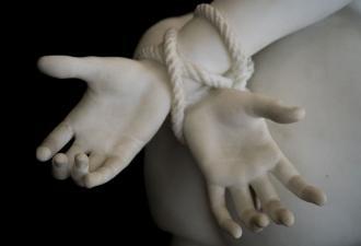 Конспирологи обвинили сайт с мебелью в торговле людьми. В фокусе названия шкафов и цены (нереальные)