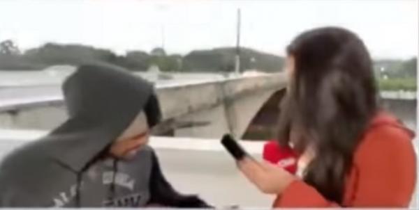 Журналистку прославил скучный репортаж о погоде, но та не рада. Ведь она в прямом эфире стала жертвой грабежа