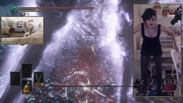 Ловкость ног и никакого мошенничества. Девушка крушит врагов в Dark Souls прямо на танцплощадке - буквально