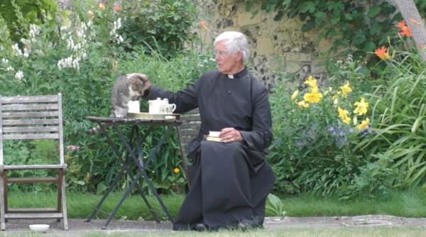 Видео храма собирают тысячи просмотров. Но секрет успеха не в молитвах, а в котах, которых умело эусплуатируют