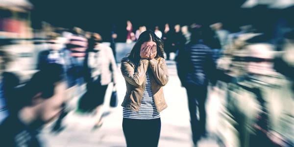 Блогерша устала от романтизации психических расстройств и поведала о своём. Такое вы вправду не увидите в кино